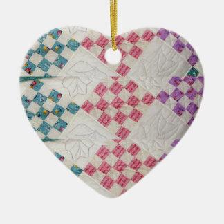 Ornamento del diseño de la mirada del edredón adorno de cerámica en forma de corazón