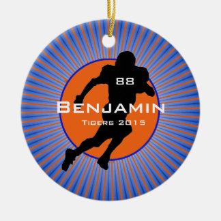 Ornamento del diseño del jugador de fútbol adorno navideño redondo de cerámica