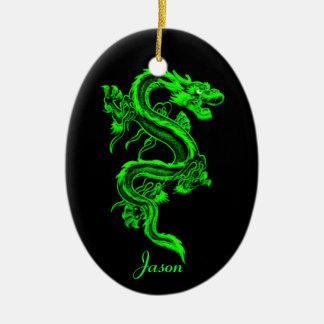Ornamento del dragón verde adorno navideño ovalado de cerámica