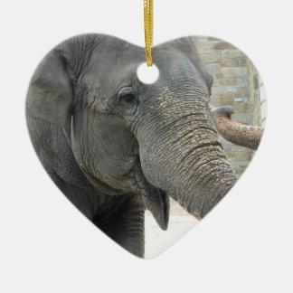 Ornamento del elefante el tocar la trompeta ornamento para reyes magos