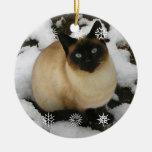 Ornamento del gato de la nieve adorno navideño redondo de cerámica