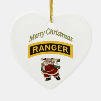 Ornamento del guardabosques de las Felices Navidad Adorno De Cerámica En Forma De Corazón