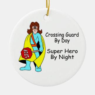 Ornamento del guardia de travesía adorno navideño redondo de cerámica