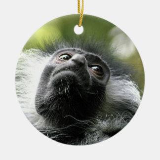 Ornamento del mono de Colobus de Rwanda Adorno Navideño Redondo De Cerámica