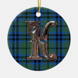 Ornamento del monograma de la tela escocesa de adorno navideño redondo de cerámica