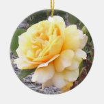 Ornamento del monumento del rosa amarillo ornamento para reyes magos