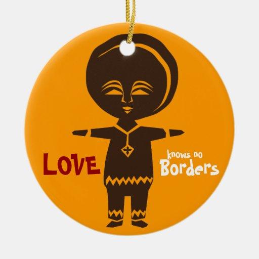 Ornamento del muchacho del amor de la adopción adorno redondo de cerámica