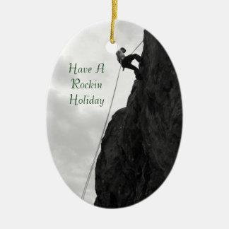 Ornamento del navidad de la escalada del día de adorno navideño ovalado de cerámica
