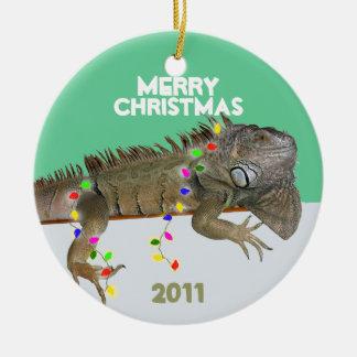 Ornamento del navidad de la iguana con la ornatos
