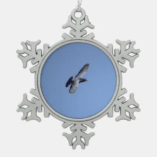 Ornamento del navidad de la paloma en vuelo adorno de peltre en forma de copo de nieve
