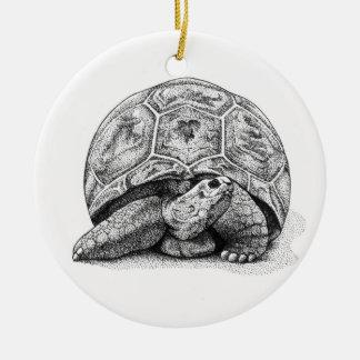 Ornamento del navidad de la tortuga de la pluma y adorno redondo de cerámica