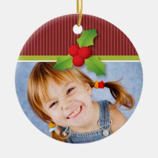 Ornamento del navidad de las bayas del acebo adorno navideño redondo de cerámica