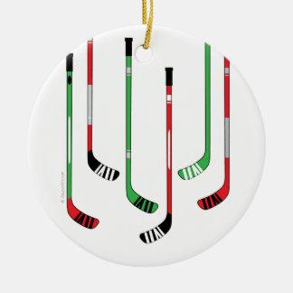 Ornamento del navidad de los palillos de hockey adorno navideño redondo de cerámica