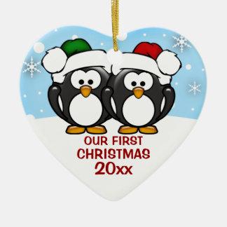Ornamento del navidad de los pares del pingüino adorno navideño de cerámica en forma de corazón