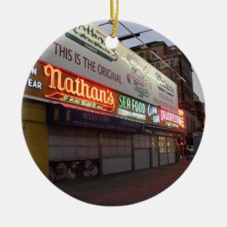 Ornamento del navidad de Nathans Coney Island Adorno Navideño Redondo De Cerámica