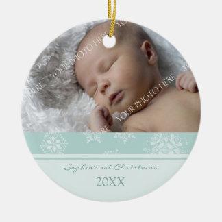 Ornamento del navidad del bebé de la foto 1r adorno redondo de cerámica