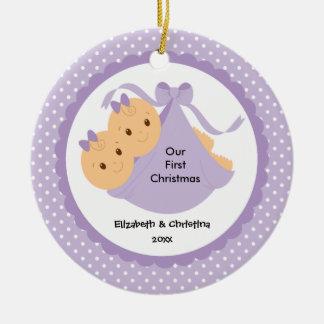 Ornamento del navidad del bebé de los gemelos de adorno navideño redondo de cerámica