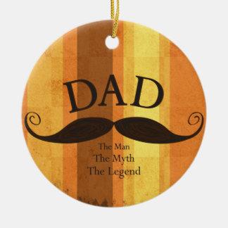 Ornamento del navidad del bigote del papá adorno navideño redondo de cerámica
