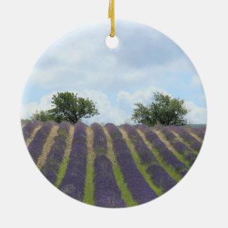 Ornamento del navidad del campo de la lavanda adorno redondo de cerámica