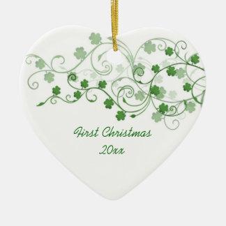 Ornamento del navidad del irlandés del trébol adorno navideño de cerámica en forma de corazón