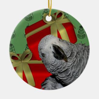 Ornamento del navidad del loro del gris africano adorno redondo de cerámica