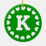 Ornamento del navidad del monograma con las inicia ornamento de navidad