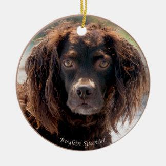 Ornamento del navidad del perro de aguas de Boykin Adorno Navideño Redondo De Cerámica