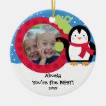 Ornamento del navidad del pingüino de la foto de adorno navideño redondo de cerámica