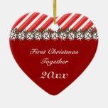 Ornamento del navidad del rojo de la raya del cara ornato