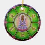 """Ornamento del navidad del ronquido de Kuan Yin """"OM Adorno Navideño Redondo De Cerámica"""