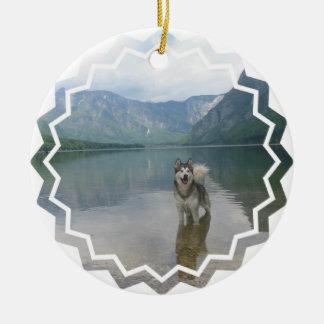 Ornamento del perro del Malamute Adorno Redondo De Cerámica