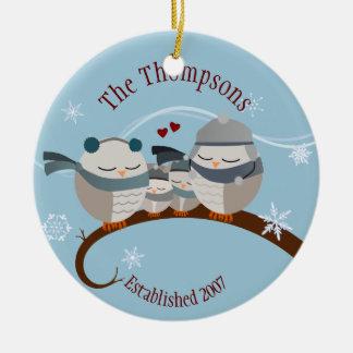 Ornamento del recuerdo de la familia de cuatro adorno navideño redondo de cerámica