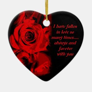 Ornamento del recuerdo de la tarjeta del día de adorno navideño de cerámica en forma de corazón