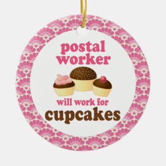 Ornamento del regalo del empleado de correos adorno redondo de cerámica