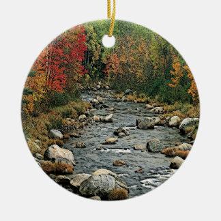 Ornamento del río del otoño adorno de reyes