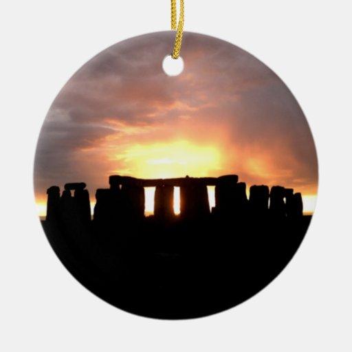 Ornamento del solsticio de invierno de Stonehenge Adorno Navideño Redondo De Cerámica