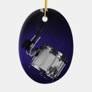 Ornamento del tambor que marcha adorno navideño ovalado de cerámica