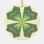 Ornamento del trébol de cuatro hojas ornatos