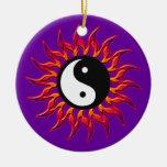 Ornamento el flamear Yin Yang Sun Adorno