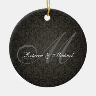 Ornamento elegante del monograma de Damasked Adorno Redondo De Cerámica