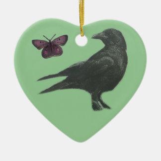Ornamento en forma de corazón negro del cuervo y adorno navideño de cerámica en forma de corazón
