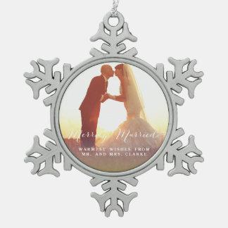 Ornamento feliz casado del día de fiesta de la adorno de peltre en forma de copo de nieve