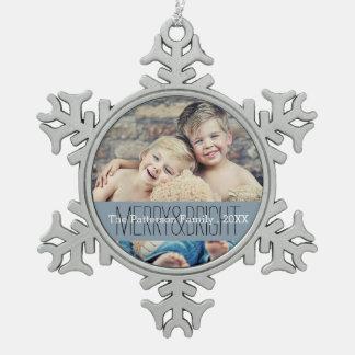 Ornamento feliz y brillante de la familia del adorno de peltre en forma de copo de nieve