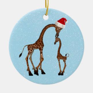 Ornamento festivo lindo de la jirafa de la mamá y adorno navideño redondo de cerámica