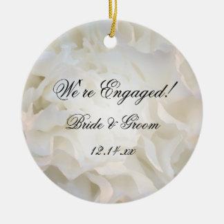 Ornamento floral blanco del compromiso adorno