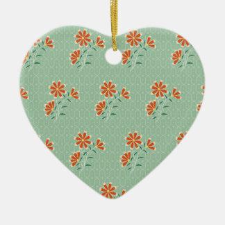 Ornamento floral del corazón del batik de Naila Adorno Navideño De Cerámica En Forma De Corazón