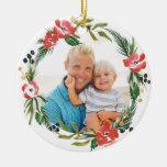 Ornamento floral del día de fiesta de la acuarela adorno navideño redondo de cerámica