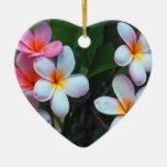 Ornamento floral hawaiano adorno de cerámica en forma de corazón
