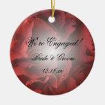 Ornamento floral rojo del compromiso ornato