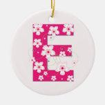 Ornamento floral rosado bonito inicial del monogra ornato